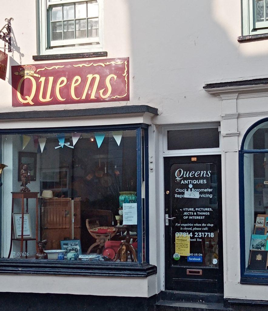Queens Antiques